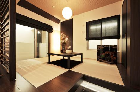 ゆったりとリラックスできる洋室は、バルコニーに面していて明るいですね!