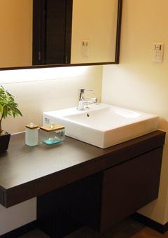 シンプルでお洒落な洗面化粧台。