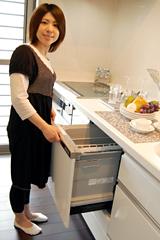 食器洗浄乾燥機付で、家事に忙しい主婦には助かりますね。