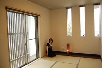 和室の前には格子があり、夏の暑さを遮ってくれます。