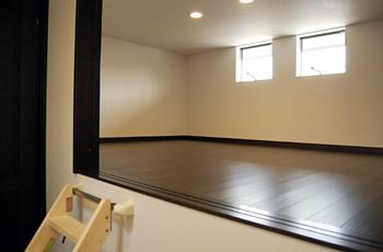 2階には、シーズン品などの収納に便利なスペースがありました。